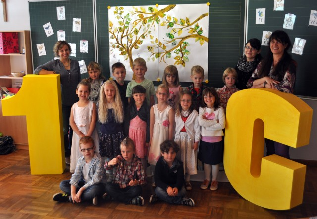 1c mit  Klassenlehrerin Angelika Kittl-Fuchs, Lin Theresa Loistl und LAAin Tamara Roos
