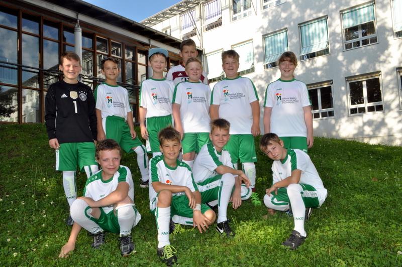 Fußballdress mit Schullogo